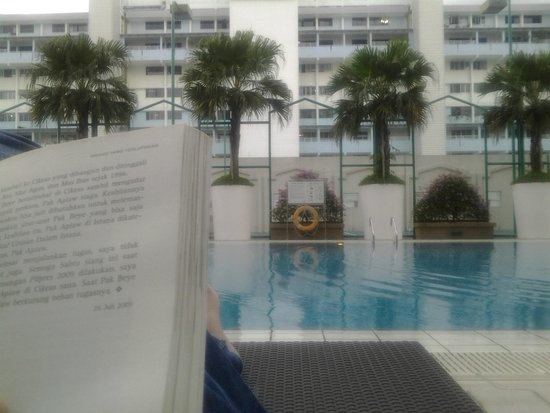 Village Residence West Coast by Far East Hospitality : enjoyed time at the poolside