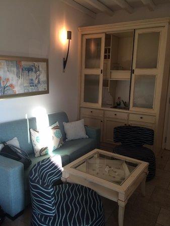 Arte & Mare Elia Mykonos Suites : Sink hob unit