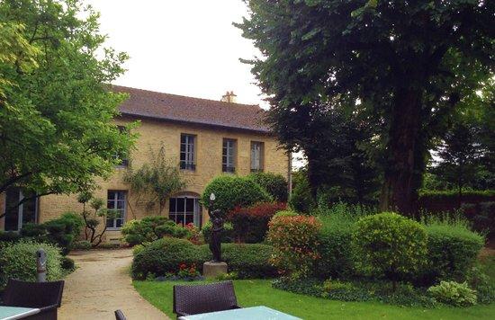 Grand Hotel La Cloche Dijon - MGallery Collection : Hotel gardens