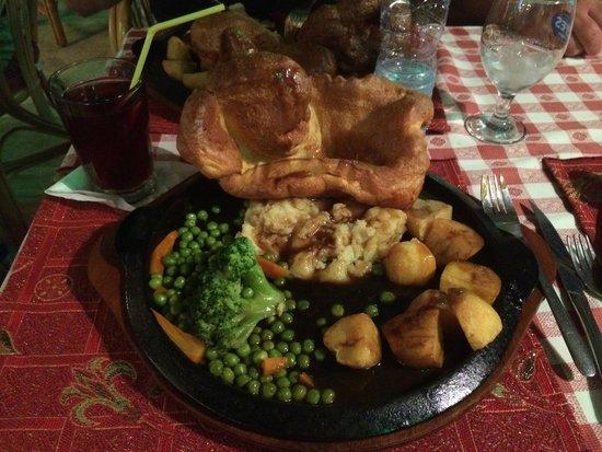 The Three Bells Restaurant Karaoke & Sports Bar: sunday dinner