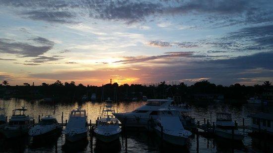 Pirate's Cove Resort and Marina: sunrise