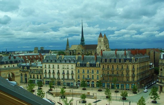 Grand Hotel La Cloche Dijon - MGallery Collection : Place Darcy and Dijon Cathedral