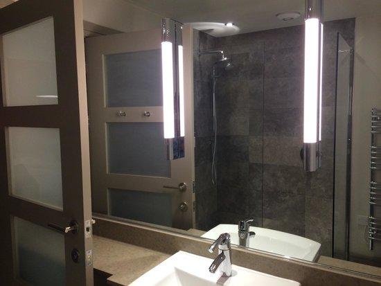 The Fludyers Hotel: Bathroom