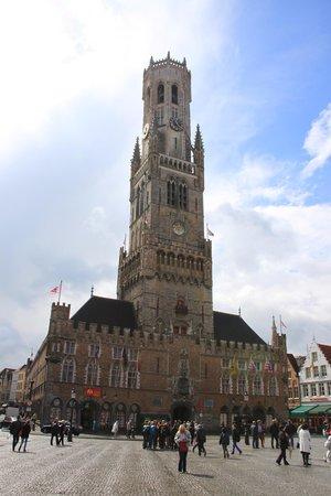 Grand-Place : Вид с рыночной площади на ратушу