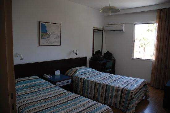 Atrium Zenon Hotel Apartments: спальня