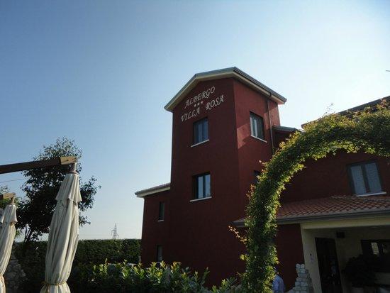 Hotel Villa Rosa: Outside of hotel