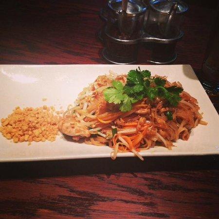 Thai Tho - Soho: Yummy Phad Thai!