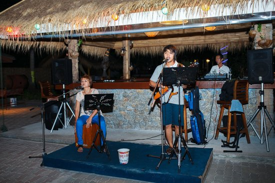 Coral Island Resort: Entertainment