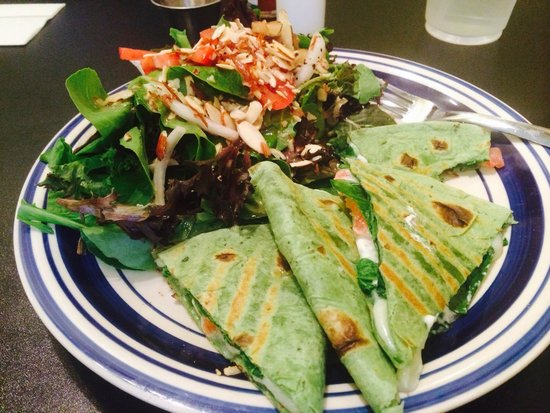 Caffe Dolce: Spinach Quesadilla with house salad