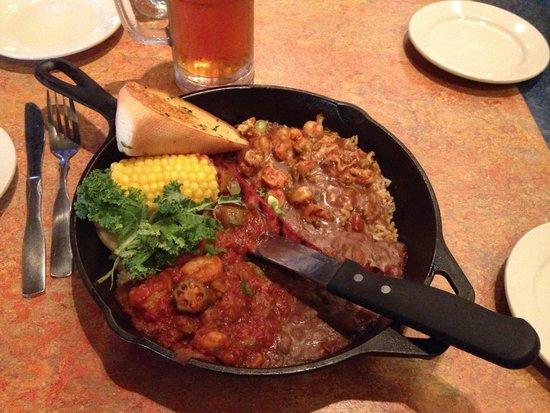 Razzoo's Cajun Cafe: Combo Skillet