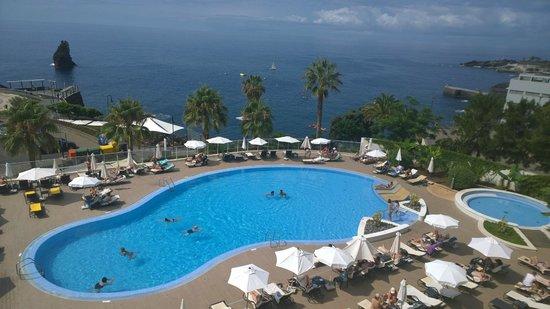 Melia Madeira Mare Resort & Spa: Piscine vue sur mer
