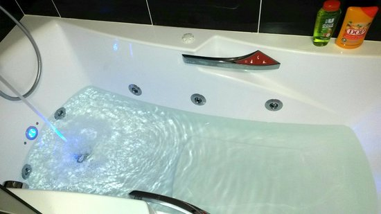 baignoire baln o photo de hotel kyriad auray carnac. Black Bedroom Furniture Sets. Home Design Ideas