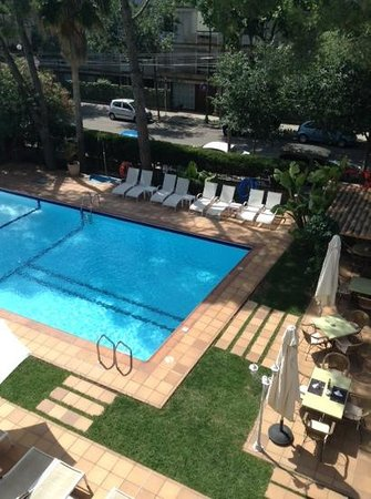 Araxa Hotel: Piscina desde la segunda planta