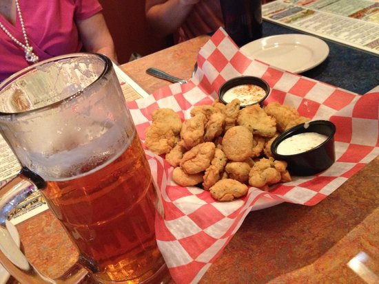 Razzoo's Cajun Cafe: Fried pickles and 22 oz Sweet Water 420