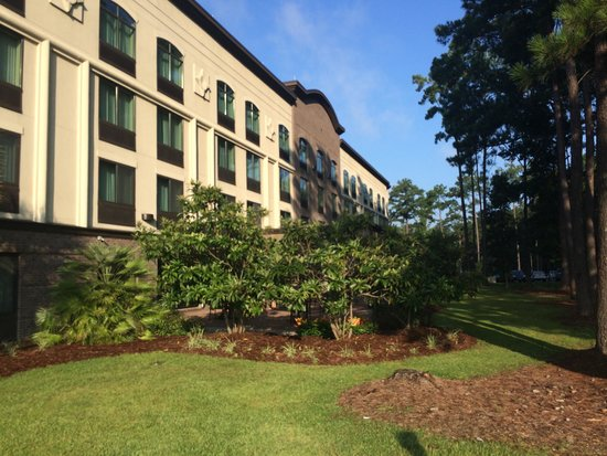 Wingate by Wyndham Charleston University Boulevard: Patio from the road