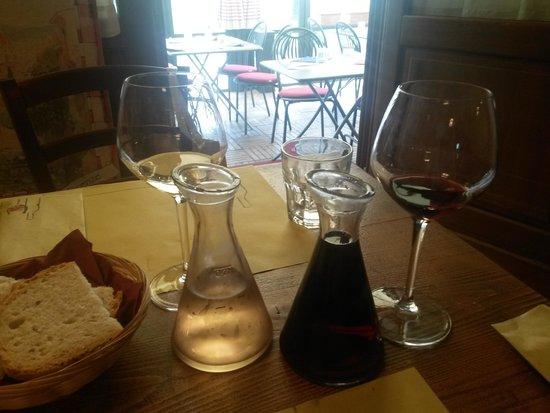 Cinque di Vino: Black and White