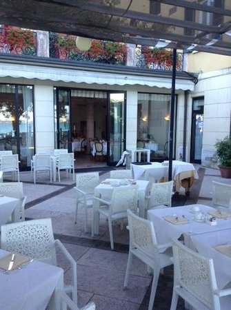 Hotel Sirmione: terrace where we ate dinner