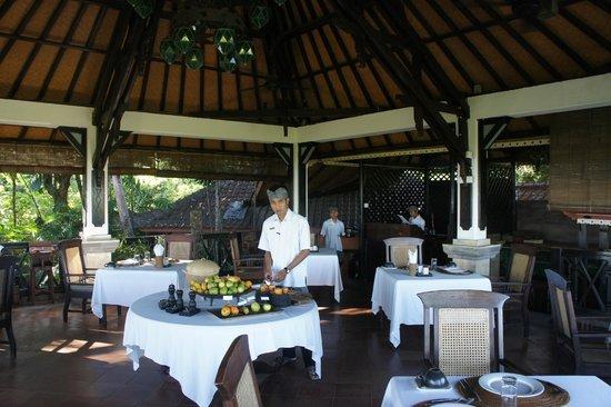 The Damai: Le restaurant couvert (un autre le soir à la piscine)