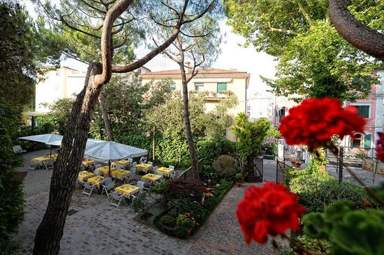 Hotel La Meridiana: garden