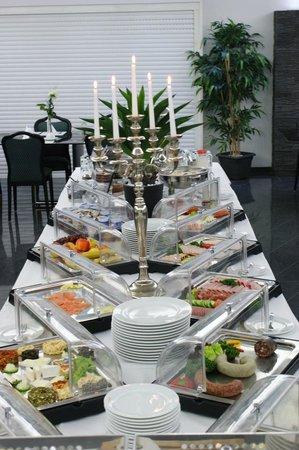 Hotel Rühen: Frühstücksbuffet