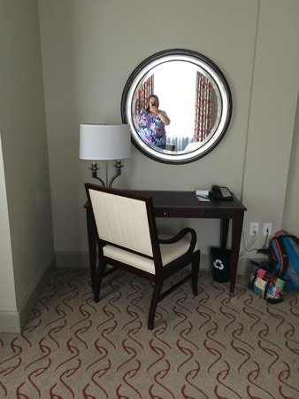Le Meridien Dallas, The Stoneleigh: Desk