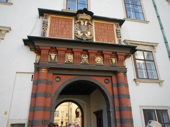 Die Burgkapelle: このスイス門を入ったところにあります。