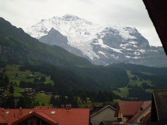 Sunstar Alpine Hotel Wengen: View from the room balcony
