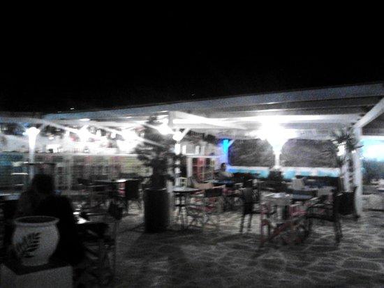 Deep Blue Cafe and Bistro: Λίγο κουνημένη αλλά αυτό είναι το μπαρ του μαγαζιού