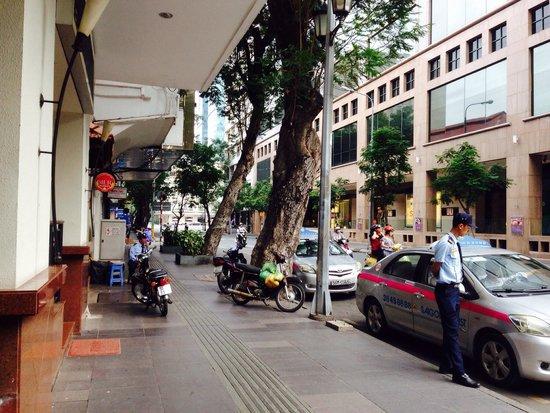 Bongsen Annex Hotel: Lokasi strategis, kamar bersih, interior bagus, dekat mesjid dan restorant Melayu