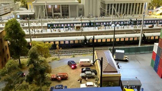 Grand Maket Russia Interactive Museum: Поезда на рассвете
