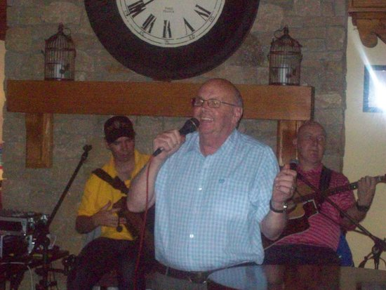 Inishowen Gateway Hotel : My friend Bill singing with the Trad Lads in the hotel bar