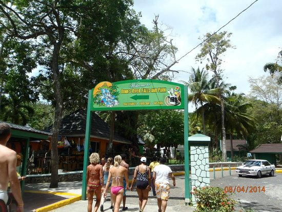 Dunn's River Falls and Park: Entrance to Fallls