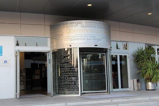 Abades Nevada Palace: hotel entrance
