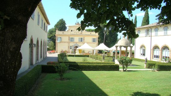 Hotel Villa San Donnino: Hotel and outside dining