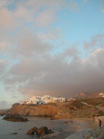 Hotel Grotta: Vista dell'hotel dalla spiaggia