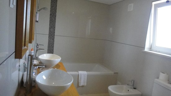 Vale da Lapa Resort & SPA: Villa Casa de banho