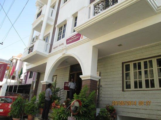 Aishwarya Residency: aiswarya hotel mysoor