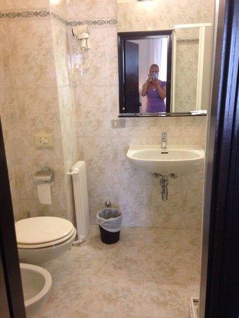 New York Hotel : Bathroom