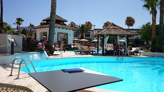 H10 Sentido White Suites: piscina
