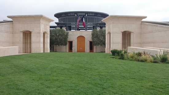Opus One Winery : 建物