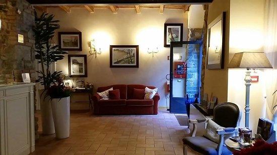 Borgo Antico Hotel: Lobby