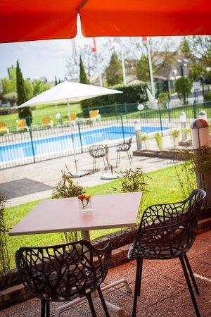 Ibis Beaune La Ferme Aux Vins: piscine