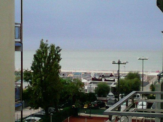 Hotel Nizza: vista dal balconcino pubblico al 3 piano 6