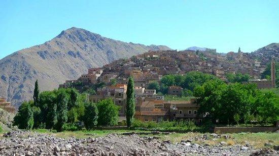 Roches Armed : le village d'Aremd - le gite est tout en haut