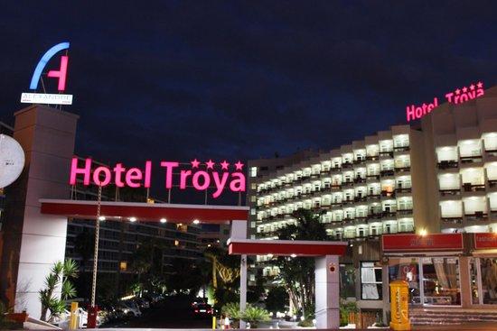 Hotel Troya: Vista da entrada para o Hotel