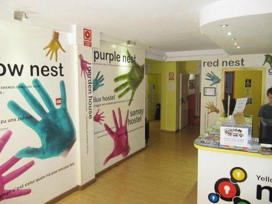 Yellow Nest Hostel Barcelona: Recepción