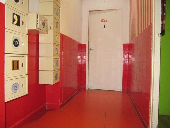 Yellow Nest Hostel Barcelona: Pasillo