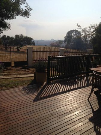 La Vue Guesthouse: Look out from the breakfast deck