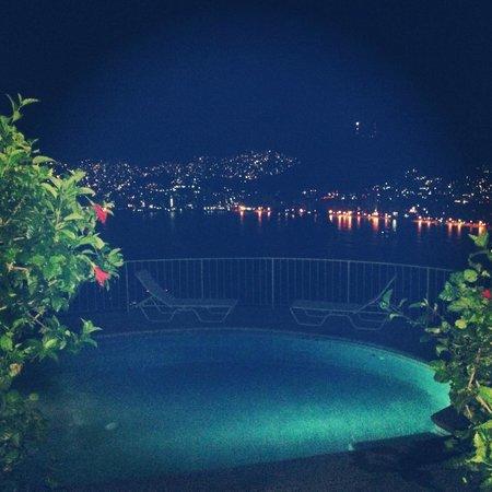 Las Brisas Acapulco : When we arrived at night!