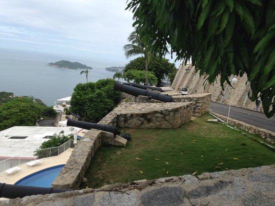 Las Brisas Acapulco : Cannon!